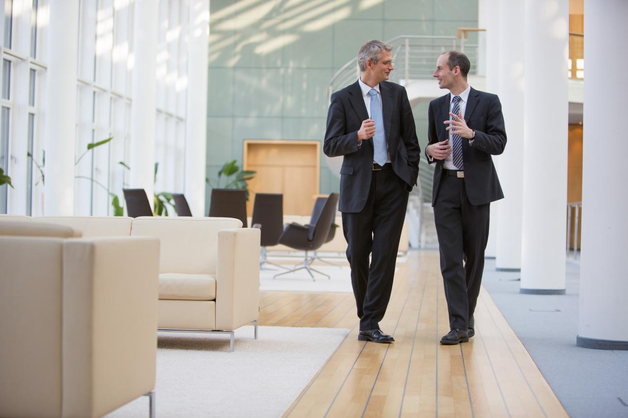 David Krämer (l.) und Dr. Benjamin Bierwirth (r.) laden zum Fachaustausch ein.